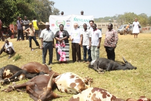 rdc-kirabira-with-muslim-leaders-and-deniz-ilham-3rd-from-left-who-donated-the-cows-on-behalf-of-ihh-extreme-right-is-edirisa-matovu