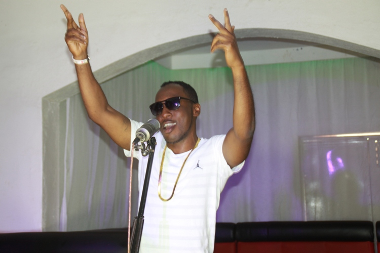 singer-jeff-blaise-shooting-his-song-video-inside-club-jackers-located-next-to-nkumba-university