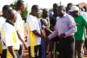 Division LC5 Councilor Lukyamuzi Joseph inspects the teams.