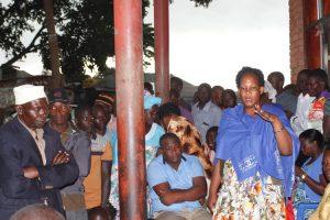 Kyamuswa Woman MP Carol Birungi addressing the fishermen and Fish dealers.