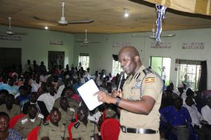 CP Frank Mwesigwa addressing Matugga residents a few days ago.